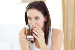 Потребление теплой жидкости для лечения обструктивного бронхита