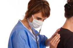 Осмотр врача при обострении бронхита