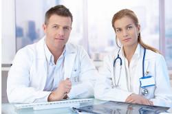 Обращение к врачу для лечения бронхита